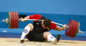 Jedna od glavnih nemačkih uzdanica na Olimpijskim igrama u Londonu 2012. godine bio je dizač tegova Matijas Štajner. Iskusni olimpijac branio je zlato osvojeno u Pekingu, ali svoj nastup na londonskim Igrama neće pamtiti po dobrom. Doživeo je strašnu nesreću, kada je iz trzaja pokušao da podigne teret od 196 kilograma, a teg mu pao na glavu!