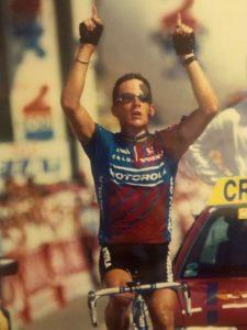 """Profesionalnu karijeru započinje u timu Motorola, u kome već prve godine beleži nekoliko etapnih pobeda, da bi naredne 1993. godine prvi put vozio Tur de Frans. Već na prvom nastupu na najvećoj svetskoj biciklističkoj trci beleži etapni trijumf na 8. etapi, ali samo nekoliko dana kasnije napušta trku i ne uspeva da dođe do cilja na """"Jelisejskim poljima"""". Ipak, već te sezone pokazuje svoju klasu kada trijumfuje na Svetskom prvenstvu u drumskoj vožnji u Oslu. Slede nekoliko trijumfa na klasicima i nekoliko manjih trka, da bi 1995. godine ponovo osvojio etapu na Turu, ali ovoga puta i uspeo da završi trku, na sasvim solidnom 36. mestu. Naredne godine opet osvaja nekoliko jednodnevnih trka, stiže i do drugog mesta na čuvenoj Pariz-Nica trci, osvaja šesto mesto na Olimpijskim igrama i potpisuje višemilionski ugovor sa Kofidisom."""