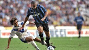 Inter jeste dominirao, ali nije stvorio puno izglednih šansi, pa se nakon promašaja Đorkaefa i Simeonea kao najboljih prilika otišlo na odmor bez golova. U drugom poluvremenu je sve nastavljeno po starom. Inter je napadao, ali je bio frustriran bravurama golmana Breša Kervonea, koji je je između ostalih odbranio i najbolji Ronaldov pokušaj u 67. minutu.