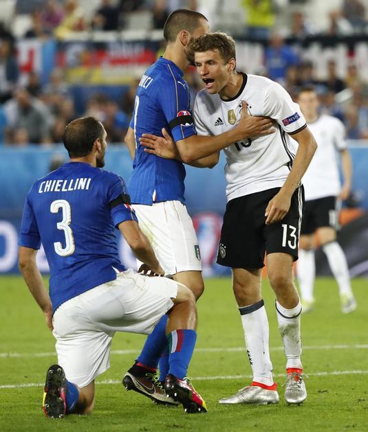 """Nemci k'o Nemci, ne trpe simuliranja i preterana naglašavanja prekršaja u čemu su Italijani """"svetski prvaci"""". Sve u svemu Miler je postao apsolutni hit na društvenim mrežama sa grimasama koje je pravio pokazujući kako izgleda Kjelini."""