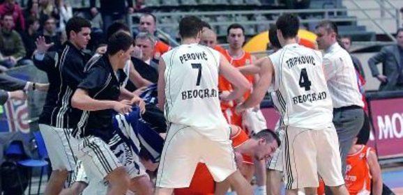 Opšta tuča košarkaša Partizana i Hemofarma