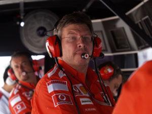 """Kako je izgledala komunikacija između čelnika Ferarija i njihovih vozača u završnici trke u Austriji, otkrio je skoro 15 godina kasnije jedan od tadašnjih čelnika tima iz Maranela Ros Bron: """"Austrija?! To je bila greška, ali okolnosti su bile malo složenije nego što ljudi misle, jer smo imali diskusiju pre trke kako bismo se ponašali u sličnoj situaciji i sve je dogovoreno. Onda smo ušli u trku, Rubens je bio ispred Mihaela, a mi smo mu rekli: """"OK, možeš li ga sada pustiti da prođe?"""" """"Ne! Ne terajte me da to radim! Ovo je moja velika šansa da pobedim trku! Ne možete to da mi učinite!"""" vrištao je Rubens. Mihael je takođe bio na vezi, želeći da sazna da li će ga Rubens pustiti da ga pretekne kako je ranije dogovoreno. Kako da rešimo tu situaciju, ukoliko ne uradimo ono što smo se dogovorili na sastanku pre trke? I to je na kraju presudilo, zato smo rekli Rubensu da ga propusti, a on je izveo to na nesrećan način. A onda se pogoršala situacija, Mihael je video reakciju publike i izveo Rubensa na pobedničko mesto na postolju, zbog čega nas je FIA kaznila milion dolara."""" - podsetio se kontroverzne završnice trke u Austriji Ros Bron."""