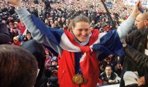 """Može se reći da je Janica u Solt Lejku stekla status heroine u domovini, a koliko je cela Hrvatska bila oduševljena njenim uspehom na zimskim Olimpijskim igrama najbolje se videlo kada se Janica vratila u domovinu, gde joj je na glavnom trgu u Zagrebu priređen spektakularan doček, kome je prisustvovalo čak 150.000 ljudi. Uzbuđena zbog aspolutno zasluženog, ali pomalo i neočekivanog dočeka, Kostelićeva se okupljenim ljudima obratila vrlo kratkim govorom: """"Ne znam kaj da kažem, jer ovo što sam videla više nikada u životu neću doživeti."""""""