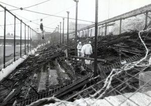 Bila je to najveća katastrofa uzrokovana požarom u istoriji engleskog fudbala. Smrtno je stradalo 56 ljudi, dok je 265 uspelo da preživi sa povredama. Na tribinama se nalazilo 11 hiljada ljudi. Bio je to tužan dan za Bredford.