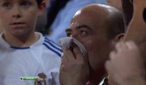 """Gotovo svi znaju da Kristijano Ronaldo """"ima top"""" u nozi, a to je u susretu protiv Hetafea osetio i jedan navijač Reala. """"CR7"""" nije poznat kao neko ko se veoma često viđa u odbrani svog tima, a u jednom od retkih izleta na polovinu terena svoje ekipe u ovom meču dogodio se nesvakidašnji incident. Jedan navijač """"Kraljevskog kluba"""" je ni kriv ni dužan postao zvezda večeri na """"Santijago Bernabeu"""", kada je u želji da otkloni opasnost od svog gola Ronaldo ispucao loptu koja ga je pogodila u glavu i raskrvarila mu nos. U pomoć mu je odmah priskočila ekipa lekarske službe Reala. Krvarenje je zaustavljeno, a nesrećni navijač je utakmicu nastavio da gleda držeći se za mesto gde je povređen."""