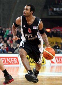 """Posle dve godine, usledio je rastanak Fredija i Partizana i njegov pokušaj da obezbedi ugovor u Milvoki Baksima i zaigra u NBA ligi. Ipak, pošto nije uspeo da potpiše ugovor sa Baksima, usledila je njegova selidba u Lijetuvos Ritas. Sa timom iz prestonice Litvanije Haus je osvojio titulu šampiona, ULEB Kup i Baltičku ligu. U dve sezone u koje je nastupao za Ritas bio je jedan od najboljih igrača tog tima i veoma zaslužan za njihove velike uspehe. Igrao je i na All-Star utakmici Baltičke lige, ali i pored sjajnih partija koje je pružao, ljubitelji košarke su govorili da Hausu u igri nedostaje """"ono"""" nešto što ga je krasilo u Partizanu."""
