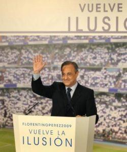 Sve je navodno počelo tajnim predugovorom između Figa, odnosno njegovog agenta i čoveka po imenu Florentino Perez. U tom periodu Perez je bio samo čovek koji pokušava da postane predsednik Reala. Ali trebalo je pobediti Lorenca Sainca, pod čijim vođstvom je Real osvojio Ligu Šampiona 1998. i 2000. godine i koji je smatrao da su navijači zbog toga zadovoljni kako on vodi klub i da mu Perez neće moći ništa. U isto vreme odigravali su se izbori i u Barseloni. Figo je baš tada zatražio novi, bolji ugovor, ali mu je iz uprave rečeno da sačeka dok izbori ne budu gotovi. Lukavi Perez iskoristio je celu situaciju i kontaktirao Figovog agenta sa zanimljivim predlogom. Ako Perez pobedi na izborima-Figo bi potpisao za Real. Ako bi Perez izgubio izbore-Figo bi dobio milion evra i ostao u Barseloni. Posredniku je ovo delovalo kao laka lova i dogovor je pao. Nema šanse da Perez pobedi verovao je on kao i većina koja je bila upućena u dešavanja oko Real Madrida.