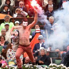 Kako je maskirani navijač sa bakljom preplašio Nadala