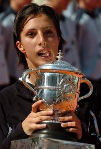 I kada je u četvrtom kolu Svetlana Kuznjecova imala meč lopte protiv nje, delovalo je da će to biti novi ne baš sjajan nastup za Miskinu u Bulonjskoj šumi, ali uspela je Anastija da spasi meč lopte protiv zemljakinje, a potom i trijumfuje u tom meču. To joj je očigledno bila neverovatna injekcija samopouzdanja, pa je potom bez većih problema savladala Venus Vilijams, Dženifer Kaprijati i u finalu Elenu Dementijevu (bilo je to prvo rusko finale na Grend slem turnirima), na iznenađenje ljubitelja tenisa osvojila titulu na Rolan Garosu, postala prva Ruskinja koja je osvojila Grend slem titulu u singlu, ali i došla do trećeg mesta na WTA listi.