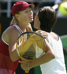 """2004. godinu u teniskoj karijeri Anastasije Miskine obeležio je i trijumf protiv Marije Šarapove u San Dijegu, koji je za Anastasiju imao poseban značaj. On ne samo da je prekinuo niz Šarapove od 14 trijumfa, već je bio i značajan zbog lošeg odnosa dve ruske teniserke, o kojem se dosta pisalo tih meseci. Sve je počelo odbijanjem Šarapove da igra za rusku reprezentaciju u FED kupu, čime je i izgubila pravo da reprezentuje Rusiju na Igrama u Atini, što je dosta pogodilo Miskinu. Smatrajući da je Marija tim potezom izdala svoju zemlju, da ju je promenilo odrastanje u SAD-u, koje je po Miskini i uticalo na njen odnos prema Rusiji, ali i da zbog toga ne zaslužuje pažnju koju je dobijala u ruskim medijima, Anastasija je tada dala legendarnu izjavu: """"Najlakše je okrenuti leđa svojoj zemlji i praviti se da ste neko drugi. Meni je Rusija na prvom mestu, kao i većini naših teniserki. Marija se pravi da je bolja od nas. Mediji je prate samo zato što živi u Americi i što govori ruski sa engleskim naglaskom."""" - rekla je Miskina za ruske medije. Ipak, tokom godina njih dve su uspele da reše nesuglasice, Marija Šarapova je na kraju zaigrala za rusku, a u jednom meču je za nastupala za nacionalni tim i kada je na klupi kao selektor sedela Anastasija Miskina."""