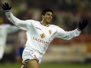Prvi od ta tri postigao je golobradi momak sa jedva 18 godina, koji je prekomandovan iz Sevilje B i koji je već nagoveštavao veliku karijeru koja će ga kasnije voditi preko Arsenala, Real Madrida, Atletiko Madrida i Benfike ponovo nazad u Sevilju, a ime mu je Hoze Antonio Rejes.