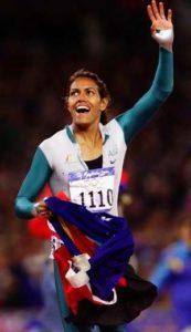 """I dok je Mari-Žoze Perek objašnjavala svoj postupak i bila u medijima zbog napuštanja Igara, Keti Frimen je trijumfovala u trci na 400 metara na Igrama u Sidneju i donela domaćinima toliko željenu zlatnu medalju, ali i postala jedan od heroja Igara. Kada se sve okončalo, australijski atletski trener Kris Vordlou je pokušao medijima da objasni postupak Perekove: """"Mislim da čim nije bila ovde očigledno je da je u lošoj formi, tako da uopšte ne bi mogla da parira Frimenovoj. Ona je sportista decenije devedesetih godina, veliki sportista, ali očigledno da nije mogla da prihvati da više ne može da se takmiči na tom nivou."""" - rekao je Vordlou."""
