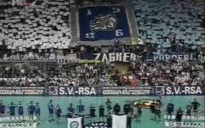 """U finalu Kupa evropskih šampiona za rukometaše 1993. godine, sastali su se tadašnji aktuelni šampion Evrope hrvatski Badel Zagreb i aktuelni osvajač Kupa EHF nemački Valau Masenhajm. Po tadašnjim pravilima ovog takmičenja, pobednik se odlučivao posle dvomeča, a prvi meč su Zagrepčani u svojoj """"Ledenoj dvorani"""" dobili sa 22:17. Revanš koji je odlučivao šampiona igrao se 7 dana kasnije, 30. maja, u Frankfurtu."""