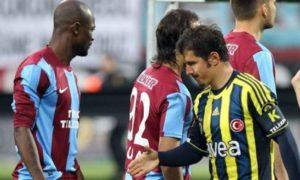 """Fenerbahče je u prvom meču plej-ofa dobio Trabzon sa 2:0, ali sa tog meča ostale su mnogima u sećanju neprijatne scene verbalnog sukoba dvojice suparničkih igrača. Emre Belozoglu, bivši igrač Intera i Njukasla, u 52. minutu faulirao je Halila Altintopa, a kada mu je igrač Trabzona Didije Zokora prigovorio zbog faula, usledilo je vređanje od strane tadašnjeg turskog reprezentativca, koji je Zokoru nazvao """"jebenim crncem"""" što se na snimku jasno videlo. """"Ovo je prvi put da mi se dogodilo nešto slično. On ima saigrače iz Afrike, poput Joboa i Soua i ne razumem zašto bi rekao tako nešto. Samo pokušavamo da radimo svoj posao, kakve veze boja kože ima sa bilo čim? Navijači, FIFA, mediji, svi su protiv rasizma. Nadam se da ovo neće proći nekažnjeno."""" - rekao je Didije Zokora posle meča."""