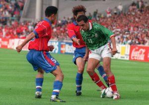 """Igralo se drugo poluvreme, Kuatemok Blanko je predvodio napade Meksika po levoj strani, a zbog svoje odlične igre i velike brzine protivnici su ga često udvajali. I baš u jednoj takvoj situaciji kada su dvojica Korejanaca koja se prezivaju Li pokušala da ga udvoje, on izvodi svoj """"Hudinijevski"""" dribling. Stavlja loptu između stopala i sa njom u nogama visoko skače između dva igrača Južne Koreje, kojima je preostalo samo da zbunjeno posmatraju potez protivnika. I dok je taj dribling oduševio ljubitelje fudbala širom planete i bilo nešto do tada neviđeno na velikoj fudbalskoj sceni, samo nekoliko minuta kasnije Blanko je reprizirao svoj potez i to na još impozantniji način."""
