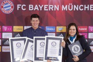 """Poljak je nešto kasnije dobio priznanje koje potvrđuje da je ušao u Ginisovu knjigu rekorda. Iako je uspeh oboriti jedan rekord, Robert Levandovski je uspeo da sa ovom fudbalskom majstorijom oborio čak 4 različita rekorda: Najviše golova postignutih sa klupe u Bundesligi ( 5 golova). Najbrži """"het trik"""" u Bundesligi ( 3 minuta i 22 sekunde). Najbrže postignuta 4 gola u Bundesligi ( 5 minuta i 42 sekunde). Najbrže postignutih 5 golova u Bundesligi ( 8 minuta i 59 sekundi)."""
