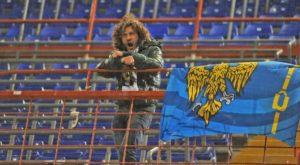 Izvesni Arigo Brovedani je ispostavilo se bio jedini navijač gostiju na utakmici! Brovedani je stajao sam samcat na gostujućoj tribini bodrivši Udineze, pa je čak i okačio navijačku zastavu na ogradu. Njegova prisutnost razveselila je domaće navijače. Umesto uobičajnog scenarija i vređanja simpatizera gostujućeg tima, koje je neizostavno kada se oni pojave u većem broju, usamljenog Udinezeovog simpatizera su domaći navijači bodrili, a ovaj im je uzvratio odmahnuvši im rukom.
