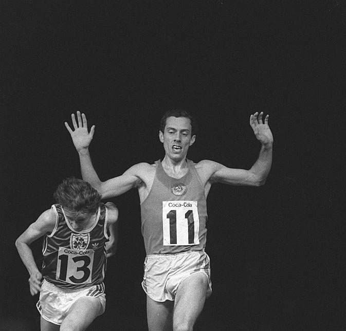 Stiv Ovet i Džon Trejsi - Legendarni finiš trke na mitingu u Londonu.
