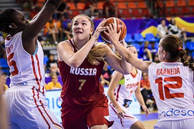 Meč Španije i Rusije na U19 Svetskom prvenstvu 2017. godine potpuno je obeležila trojka koju je   Daria Kurilčuk postigla u svoj koš.