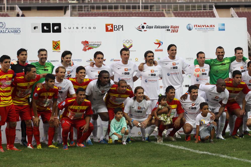 """Deportivo i tim """"Figo XI"""" odigrali su u Venecueli pirjateljski meč na kome je Luis Boa Morte postigao spektakularn gol iz penala."""
