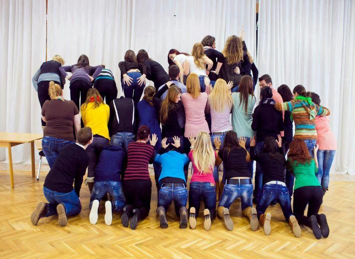 """I mnogi školarci u Slovačkoj učestvovali su u """"uhvati guzu"""" izazovu."""