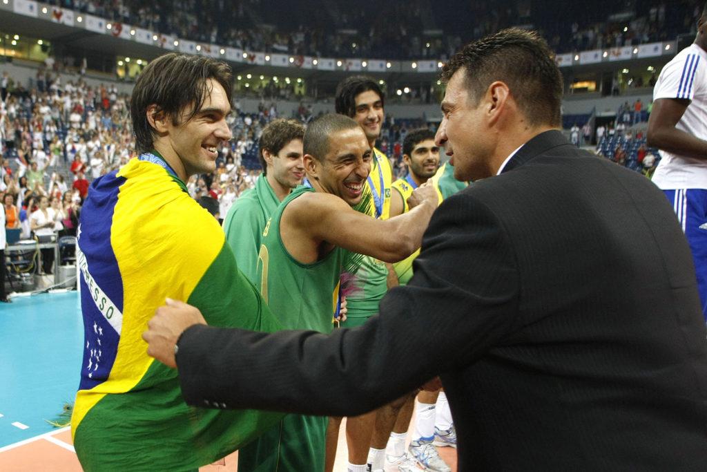 Odbojkaši Brazila pobedili su posle velike borbe Srbiju u finalu Svetske lige 2009. godine.