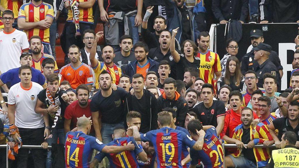 Navijači Valensije bili su veoma besni zbog suđenja na meču njihovog tima protiv Barselone.