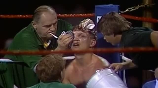 Povrede Bilija Kolinsa tokom meča sa Luisom Restom su zaista izgledale jezivo.