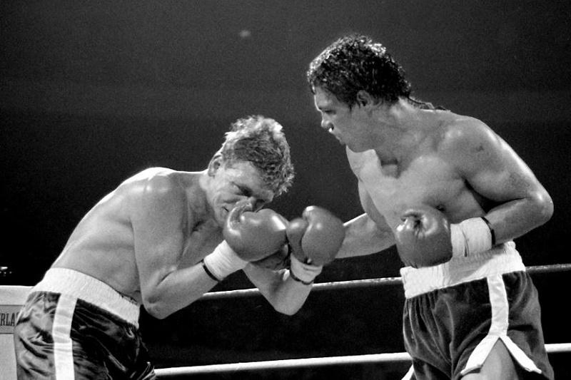 "Bili Kolins i Luis Resto tokom kobnog meča u ""Medison Skver Gardenu""."