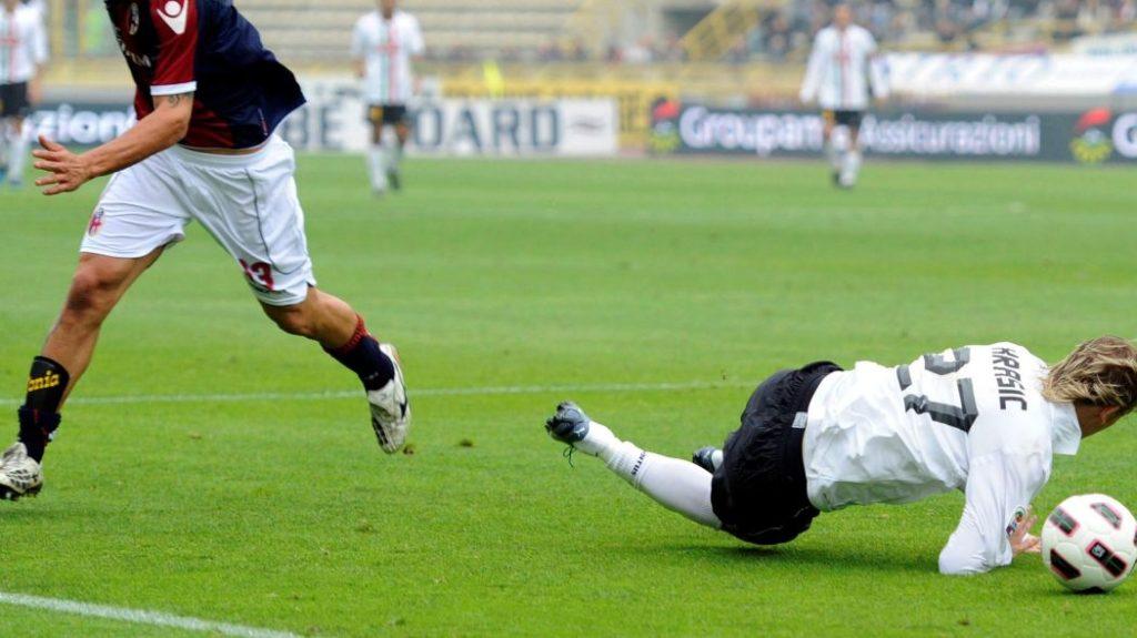 Miloš Krasić - Simuliranje penala na meču protiv Bolonje.