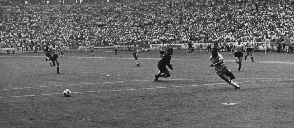 Pele - Genijalan promašaj protiv Urugvaja na Mondijalu 1970. godine.