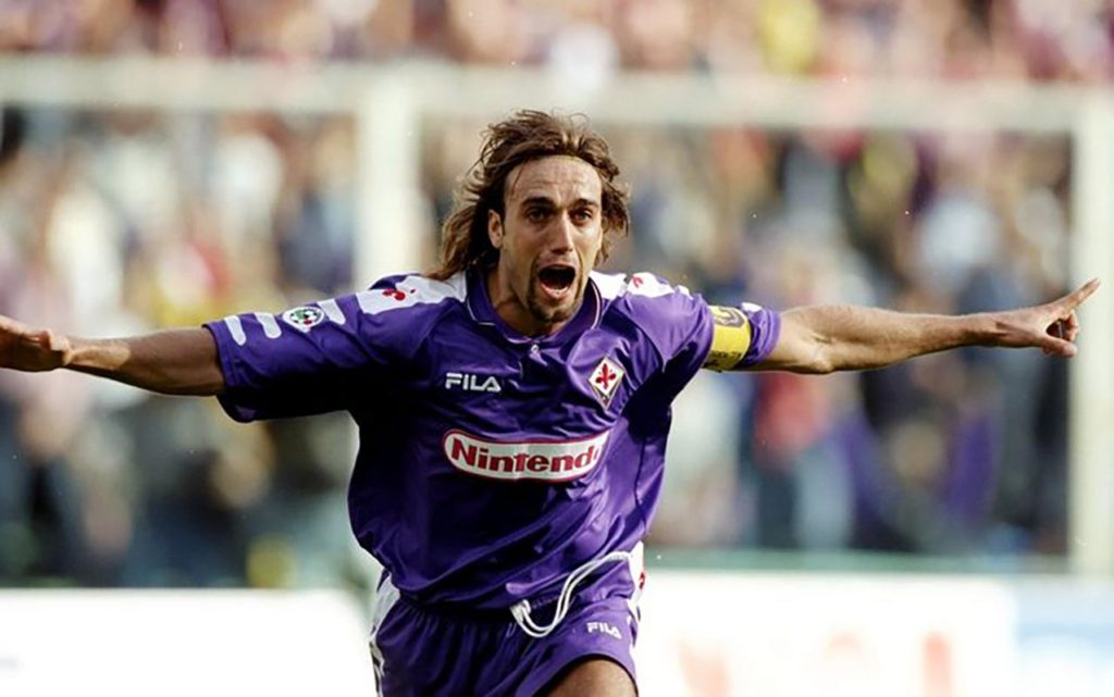 Dresovi Fiorentine iz sezone 1998-99 mnogima su omiljeni, a većini je prva asocijacija na njih Gabrijel Omar Batistuta.
