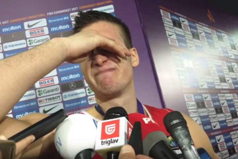 Bogdan Bogdanović je zaplakao pred novinarima posle poraza reprezentacije Srbije u finalu Evropskog prvenstva 2017. godine.