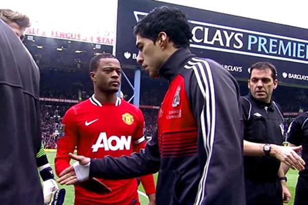 Luis Suarez odbio je da pruži ruku Evri pre susreta.