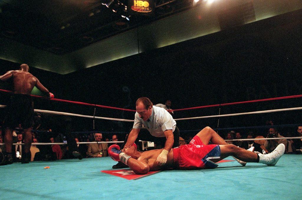 Derik Džeferson je brutalno nokautirao Morisa Herisa.