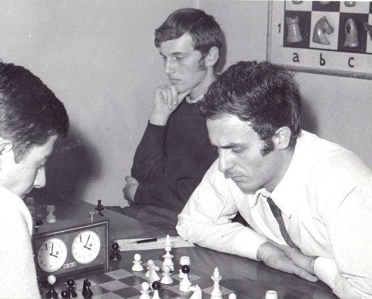 Miki Jevremović je bio veliki ljubitelj šaha, a na kraju je baš zbog šaha bio zabranjen u SSSR-u.