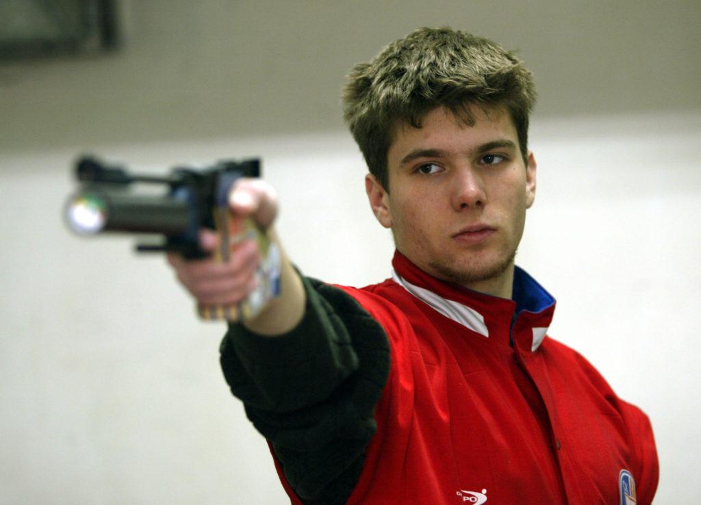 Iako je na borilištu izborio normu za nastup na Igrama u Londonu, norma Dimitrija Grgića je na kraju dodeljena Jasni Šekarić.