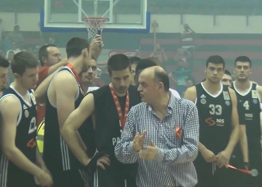 Duško Vujošević zatražio je od igrača da aplaudiraju košarkašima Crvene zvezde.