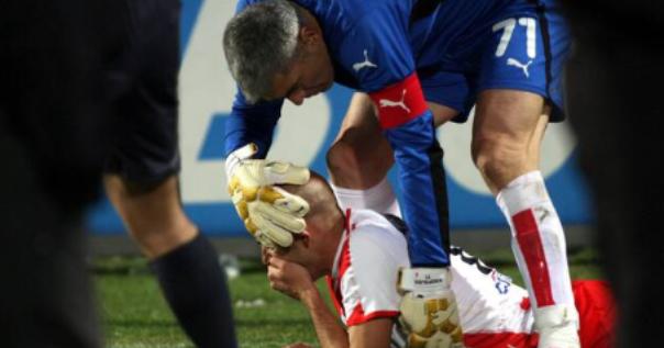 Predrag Đorđević pogođen je u glavu od strane navijača Paoka.