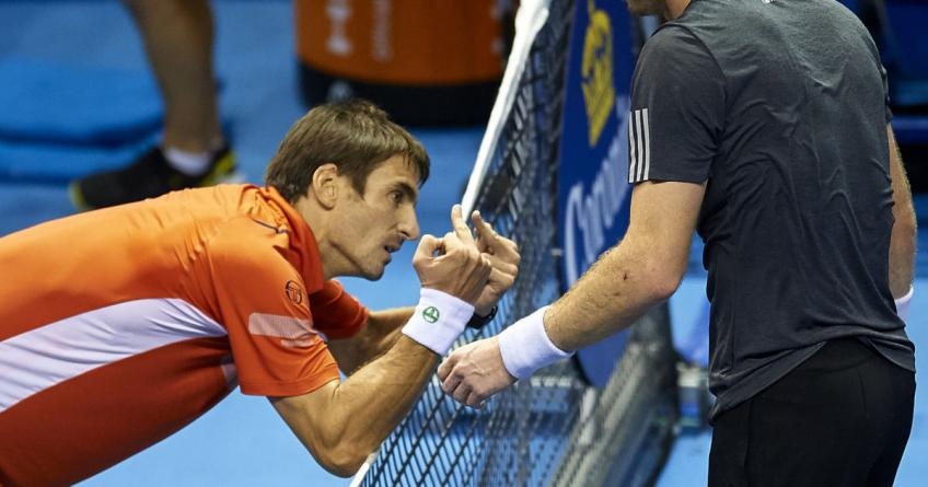 Tomi Robredo je pokazao dva srednja prsta Mareju posle izgubljenog finala u Valensiji.