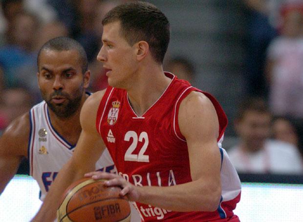 Nemanja Nedović je izveo majstorski potez u duelu protiv Tonija Parkera.