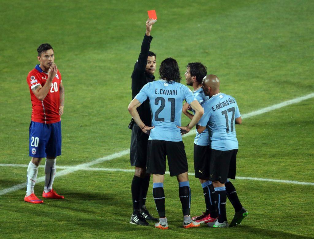 Isključenje Edinsona Kavanija bilo je prelomni trenutak na meču Čile - Urugvaj.