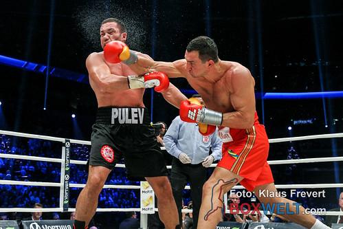 Vladimir Kličko je od starta borbe dominirao protiv Puleva.