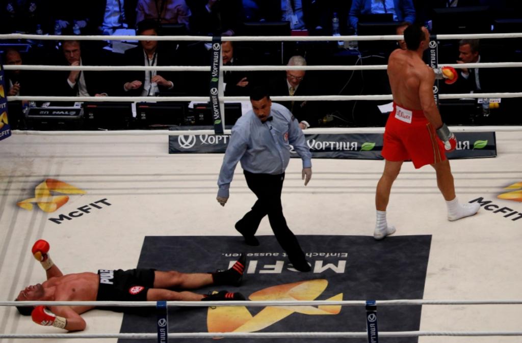 Vladimir Kličko je strahovitim udarcem nokautirao Kubrata Puleva.