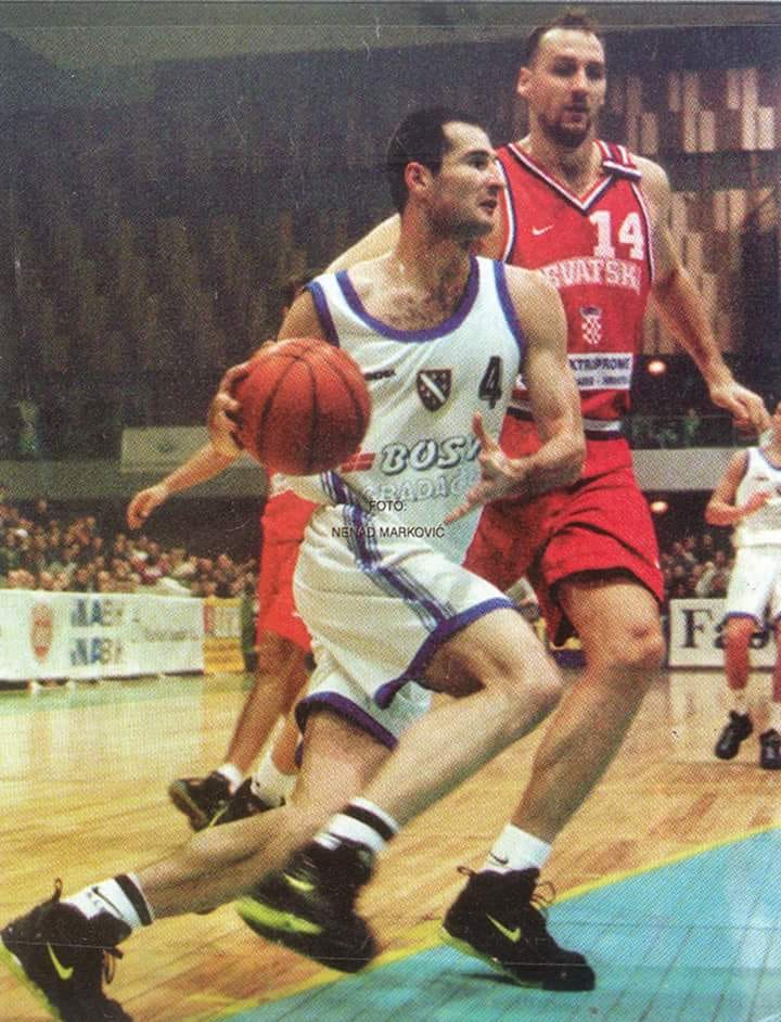 Nenad Marković je u oba duela kvalifikacija za Evropsko prvenstvo 1999. godine bio junak pobede Bosne i Hercegovine protiv Hrvatske.