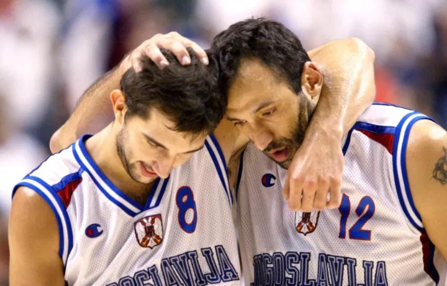 """Vlade Divac i Peđa Stojaković bili su nosioci igre """"Plavih"""" na meču protiv """"Dream team""""-a."""