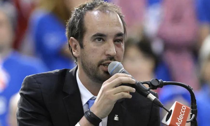 Sudija Arno Gabas doživeo je ozbiljnu povredu levog oka posle neopreznog poteza Šapovalova.