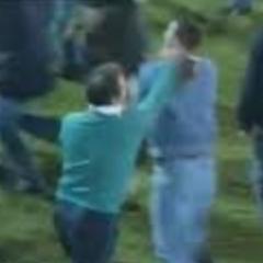 Kada su se navijači Notingem Foresta izvinili treneru svog kluba Brajanu Klafu što ih je tukao