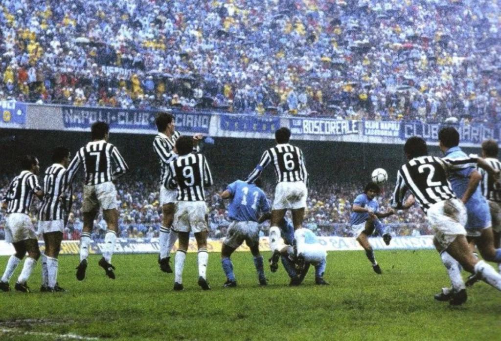 Maradona je na savršen način izveo indirektan udarac.