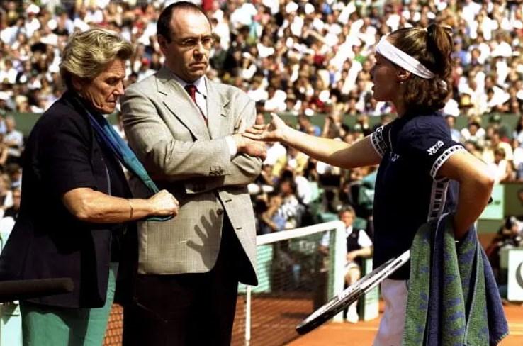 """Martina Hingis pokušavala je da ubedi glavnog sudiju turnira da joj je """"ukraden"""" poen."""
